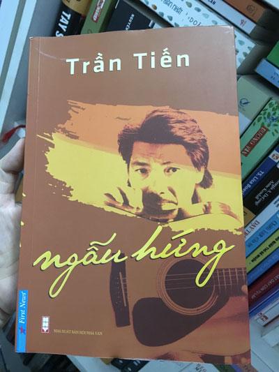 """Bìa cuốn """"Ngẫu hứng"""" của nhạc sĩ Trần Tiến"""