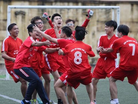 Một trận đấu trong giải bóng đá học sinh THPT Hà Nội lần thứ XV - Ảnh: Thu Quế