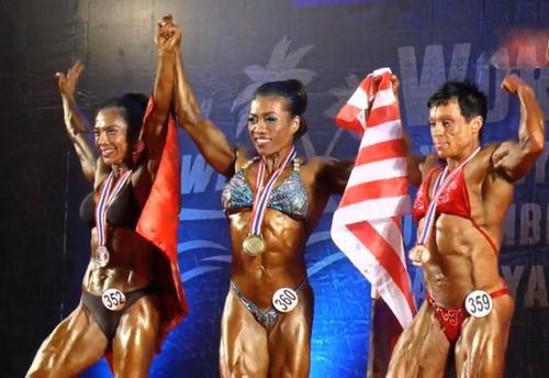 Nguyễn Thị Mỹ Linh (trái) HCB hạng trên 55kg