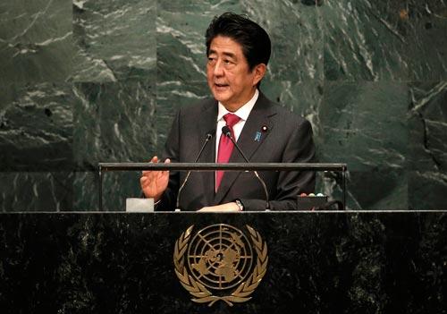Thủ tướng Nhật Bản Shinzo Abe phát biểu tại Đại Hội đồng Liên Hiệp Quốc ở Mỹ Ảnh: REUTERS