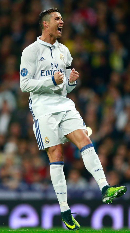 Ronaldo đã dùng iền để che giấu bí mật đời tư của mình