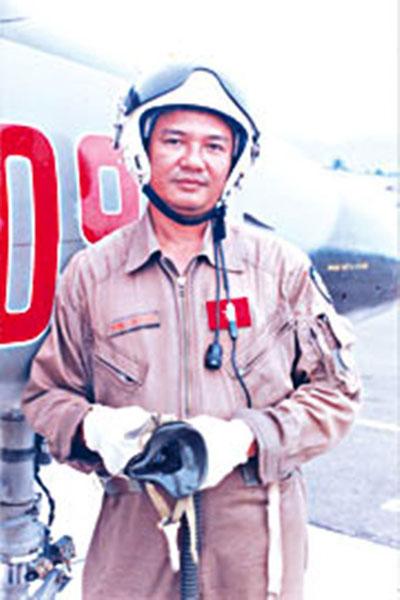 Phi công, Anh hùng lực lượng vũ trang Dương Văn Thanh khi còn sống (ảnh tư liệu)