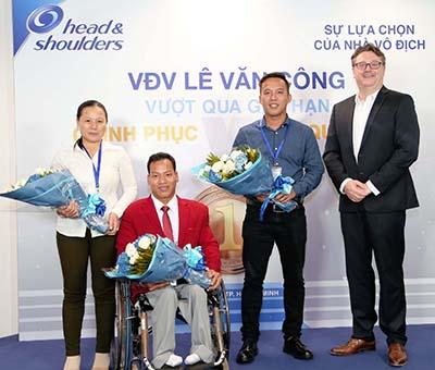 Không bao giờ đầu hàng số phận và nghịch cảnh, luôn nỗ lực tập luyện đã giúp anh trở thành Nhà vô địch Paralympic 2016.