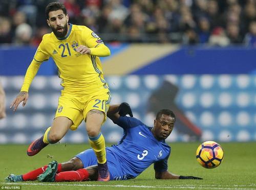 Hậu vệ Patrice Evra được gọi lại, giúp củng cố hàng phòng ngự tuyển Pháp