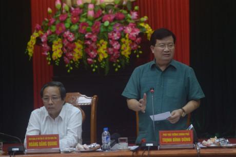Phó Thủ tướng Trịnh Đình Dũng chỉ đạo công tác đối phó lũ, bão tại Quảng Bình