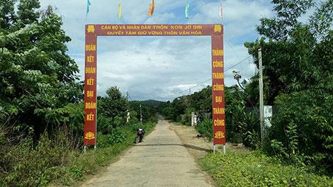 Đường vào làng Kon Jơ Dri.