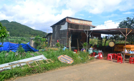 Căn nhà của các nạn nhân và vị trí chôn xác chị Đào.