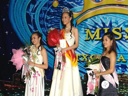 Trương Hồ Phương Nga khi đăng quang Hoa hậu thế giới người Việt tại Nga năm 2007.