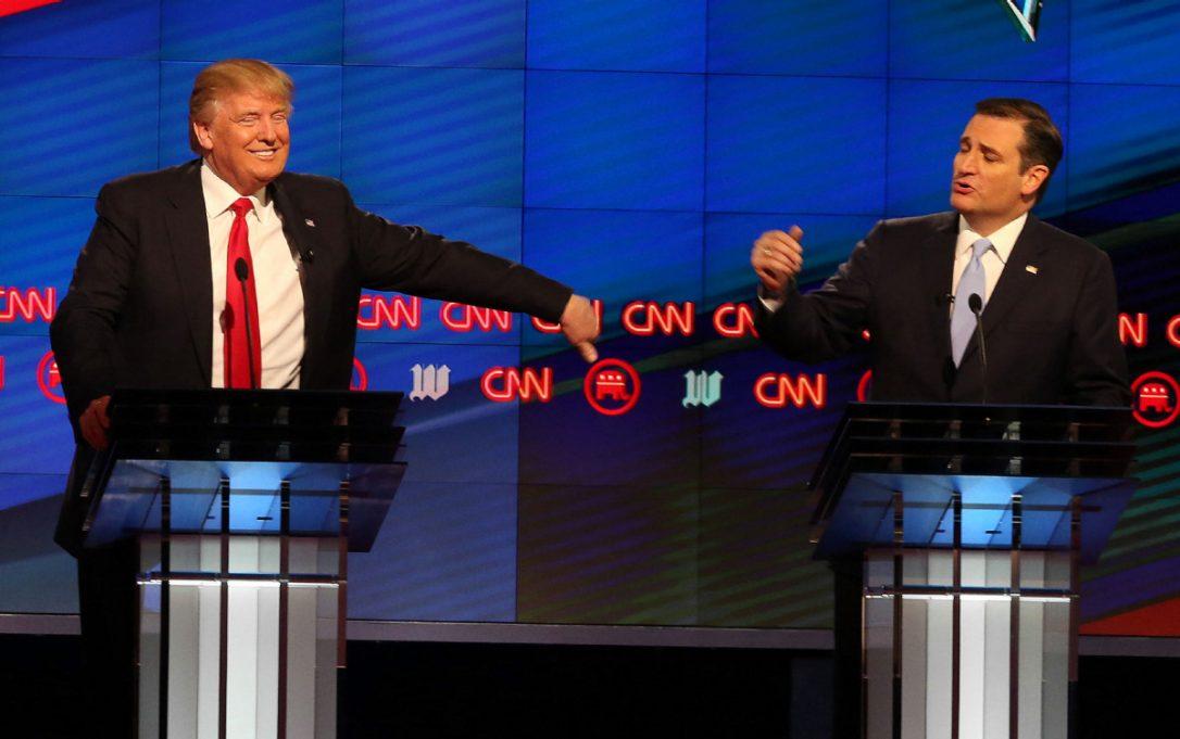 Hai ông Trump và Cruz trong một cuộc tranh luận trước đây. Ảnh: TNS