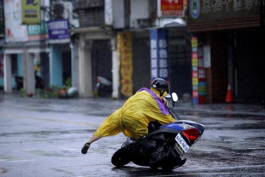 Ước tính Megi khiến Đài Loan thiệt hại khoảng hơn 10 triệu USD. Ảnh: REUTERS
