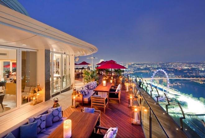 Khung cảnh Singapore nhìn từ nhà hàng. Ảnh: Ce La Vi.