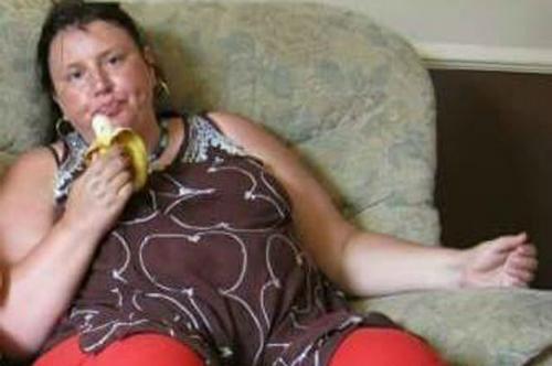 Trong một năm, chị Sue Hayes tăng tới hơn 32kg. Ảnh:Daily Mirror.