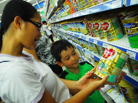 Thị trường sữa tại Việt Nam được đánh giá là mảnh đất béo bở với các doanh nghiệp. Ảnh: TÚ UYÊN