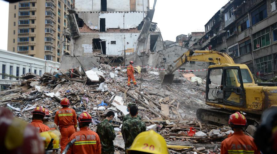 Hiện trường vụ sập nhà ở Trung Quốc. Ảnh: Reuters