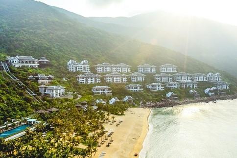 InterContinental Danang Sun Peninsula Resort tọa lạc tại Bãi Bắc, bán đảo Sơn Trà, Đà Nẵng.