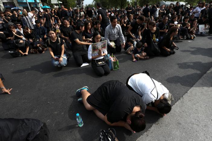 Xúc động trào dâng. Ảnh: Reuters