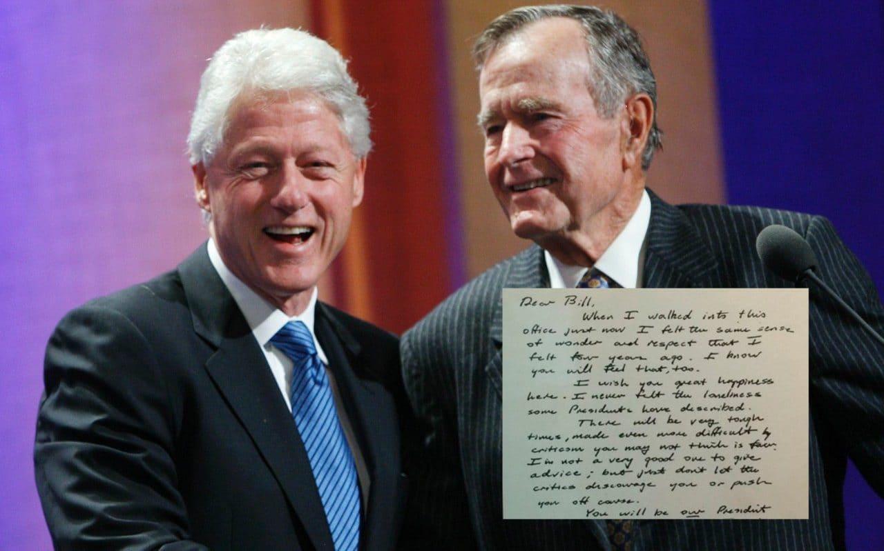 Hai cựu tổng thống Mỹ Bill Clinton (trái) và George H.W. Bush. Ảnh: Reuters