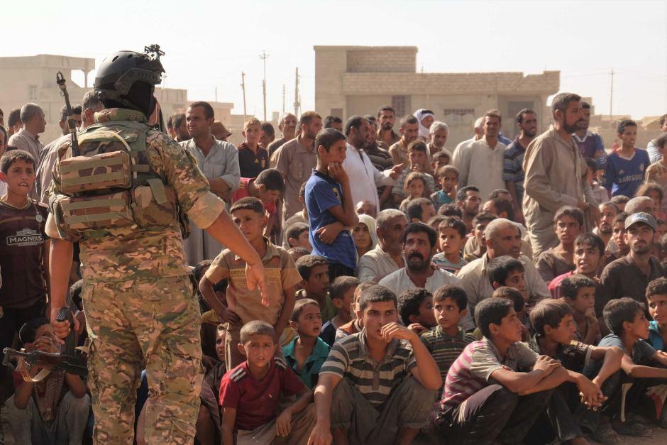 Người dân Mosul bỏ chạy khỏi thành phố đang tập trung ở làng Tinah. Ảnh: Oxfam