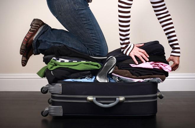 Quá nhiều quần áo cho một chuyến đi. Ảnh: Greenwoodtravel.