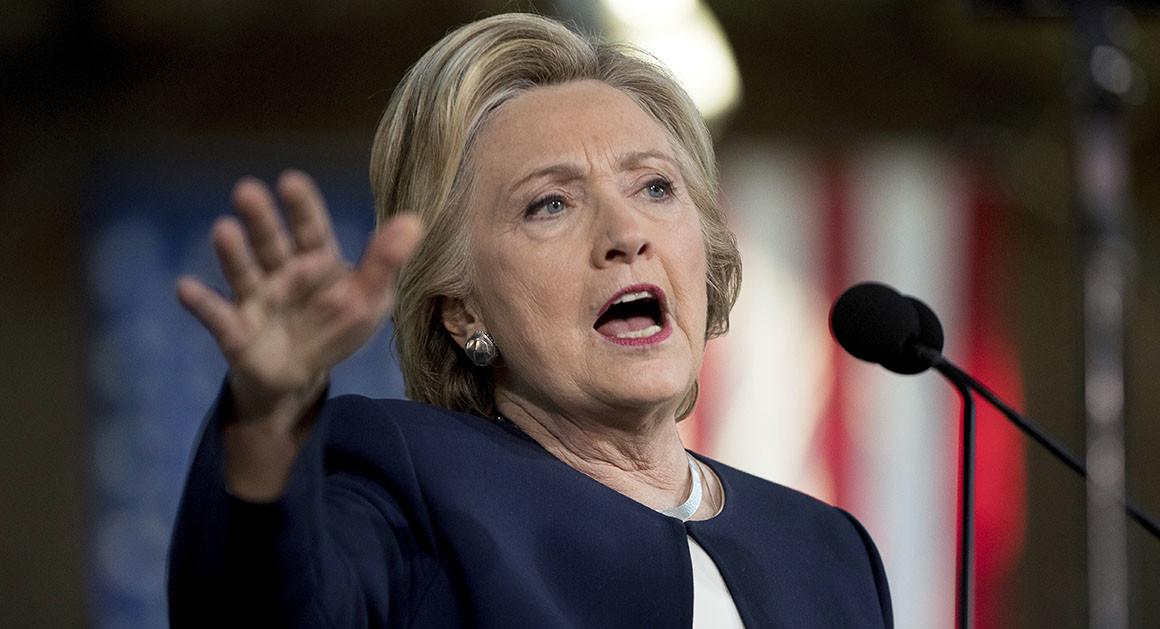 FBI gây không ít rắc rối cho bà Clinton. Ảnh: AP