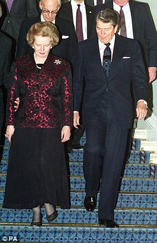 Tân Tổng thống Mỹ Donald Trump nói với bà Theresa May rằng ông muốn làm sống lại mối quan hệ gần gũi xuyên Đại Tây Dương từng đạt được dưới thời hai cựu lãnh đạo Margaret Thatcher và Ronald Reagan. Ảnh Reuters