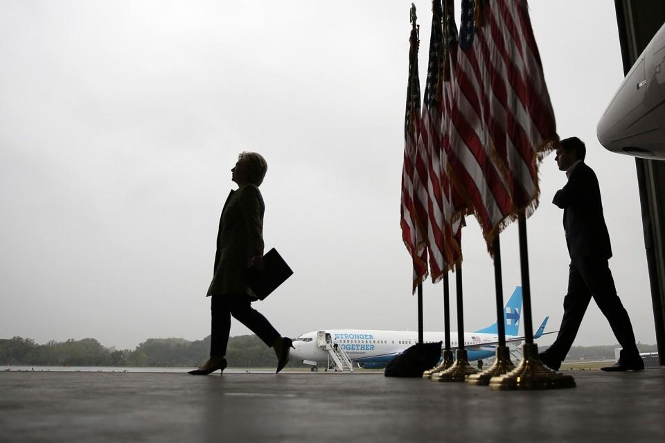 Bà Clinton hầu như không còn cơ hội trở thành tổng thống Mỹ bất kể bà đạt nhiều phiếu phổ thông hơn. Ảnh: Reuters