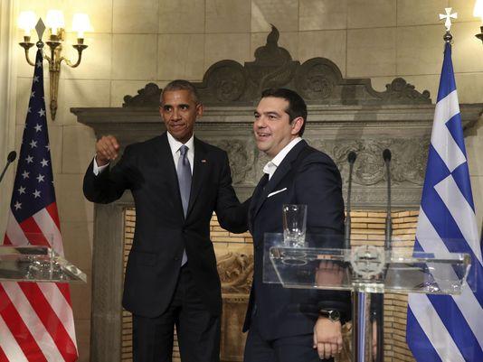 Ông Obama và Thủ tướng Hy Lạp Alexis Tsipras trong cuộc họp báo chung tại Athens hôm 15-11. Ảnh: AP