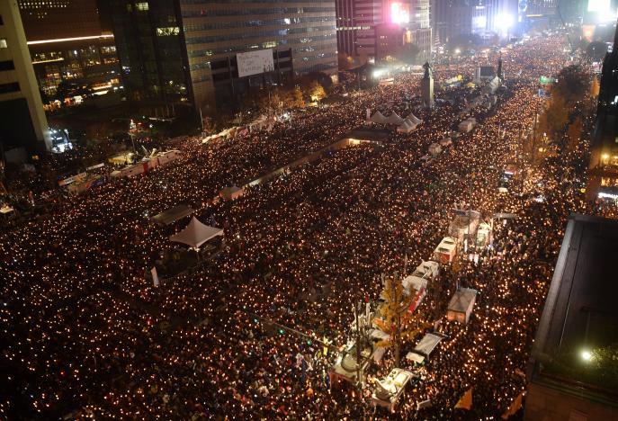 Biểu tình đòi bà Park từ chức ở Seoul hôm 19-11. Ảnh: Reuters