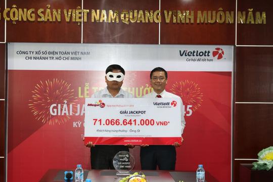 Vietlott vừa trao giải Jackpot thứ 3 trị giá 71 tỉ đồng cho người trúng giải vào ngày 22-11 vừa qua