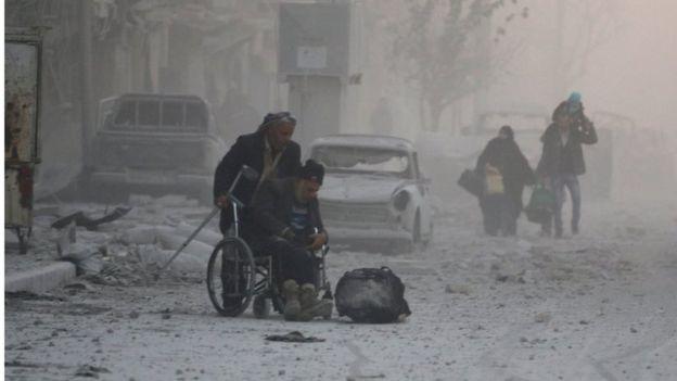 Liên Hiệp Quốc cho biết còn khoảng 100.000 người mắc kẹt trong TP Aleppo. Ảnh: Reuters