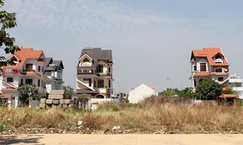 Giá đất khu Đông TP HCM đang tăng nóng dịp cuối năm 2016. Ảnh: Vũ Lê