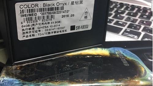 Vỏ hộp chiếc Galaxy Note 7 bị cháy.