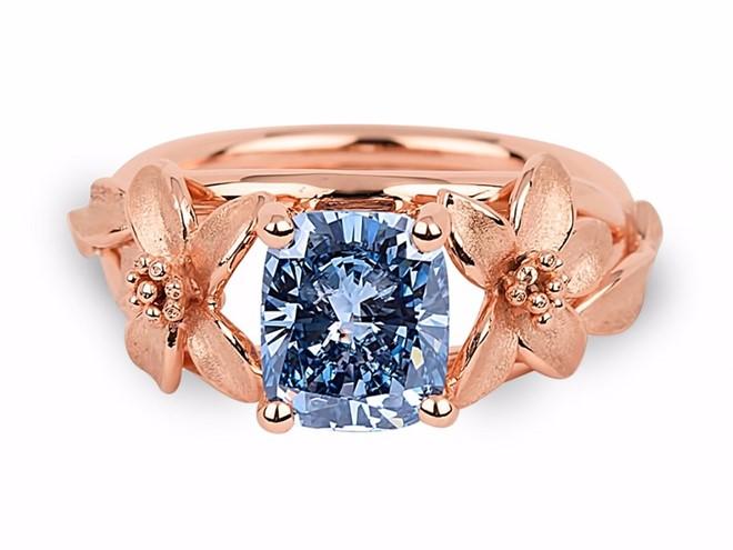 Chiếc nhẫn đính kim cương xanh quý hiếm nằm trong gói dịch vụ. Ảnh: World of Diamonds.