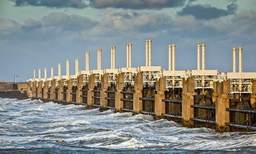 Dự án Delta Works ở Hà Lan bao gồm 13 con đê với tổng chiều dài gần 16.500 km. Ảnh: Medias.