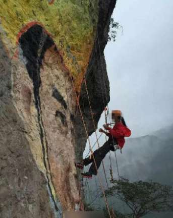 Lingling đã vẽ bức tranh khổng lồ của bạn trai trong thời gian 10 ngày, kéo dài trong khoảng 2 tháng. Ảnh:Qianjiang Evening News.