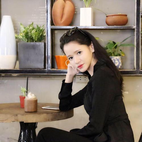 Huyền Trang từng thử sức với vai trò người mẫu, diễn viên tự do. Hiện tại, công việc chính của cô là thiết kế áo dài.
