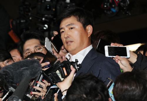 Ông Ko từng là thành viên của đội tuyển đấu kiếm quốc gia, đoạt huy chương vàng Olympic châu Á năm 1998. Ảnh: YONHAP