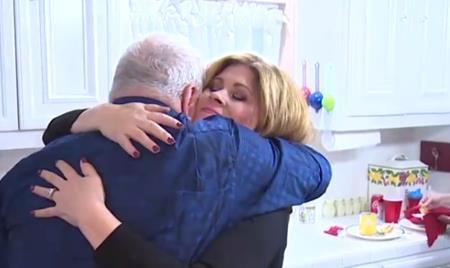 Con gái của Linda hạnh phúc ôm Bill trong ngày cưới
