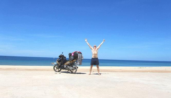 Tom Divers thả mình giữa thiên nhiên Việt Nam - Ảnh: NVCC
