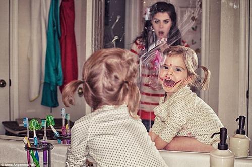 Nhiếp ảnh gia Anna Angenend thực sự chưa biết đối phó như thế nào với cô con gái siêu quậy này.
