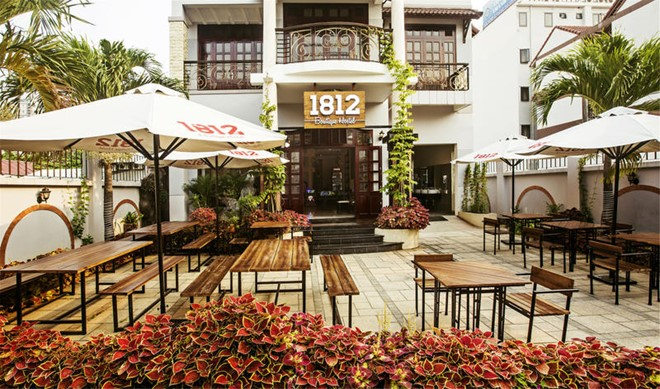 1812 Boutique Hostel nằm ở Nguyễn Cao Luyện có vị trí thuận lợi, không gian thoáng đãng, yên tĩnh, giản dị, giá cả hợp lí. Ảnh: 1812 Boutique Hostel.