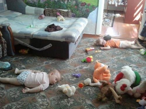 Mẹ cứ yên tâm công tác, anh em con ở nhà tự lo được.