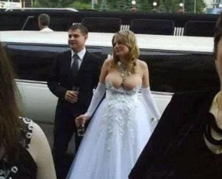 Đây có vẻ là sở thích của khá nhiều cô dâu trong ngày cưới.