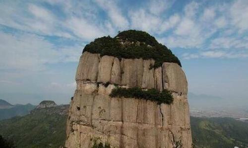 Vách núi nơi Lingling bày tỏ tình yêu với bạn trai bằng cách đặc biệt.