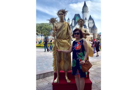 Nhân tượng người Nga thu hút khách du lịch ở Nha Trang.