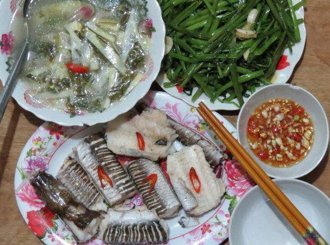 Canh chua cá lạt hiện diện trong bữa cơm của người dân quê - Ảnh: Minh Kỳ