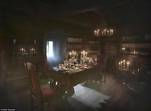 Lâu đài Dracula mở cửa cho khách vào ngủ trong quan tài