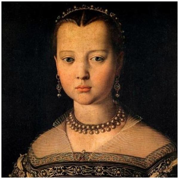 Trán rộng, nét đẹp của phụ nữ thế kỉ VI.