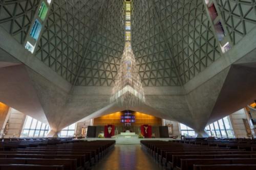 Độc đáo nhà thờ có bóng đổ hình bầu ngực ở Mỹ