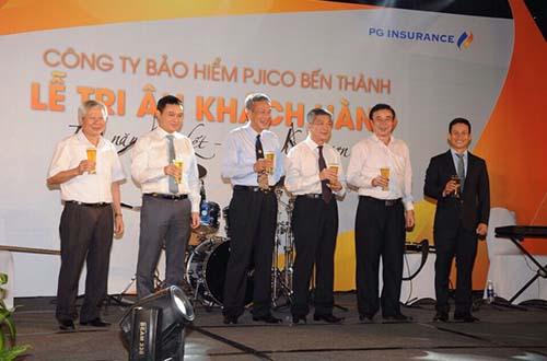 Đại diện Lãnh đạo Tổng Công ty PJICO, PJICO Bến Thành và khách hàng thân thiết chúc mừng PJICO Bến Thành 10 năm ngày thành lập